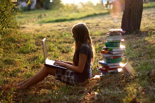 Entre as vantagens está a chance de escolher a melhor hora e local para estudar