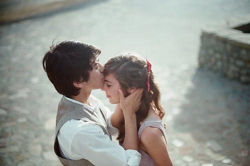 Será que não há mais para que o respeito e o carinho sejam bases do romance?