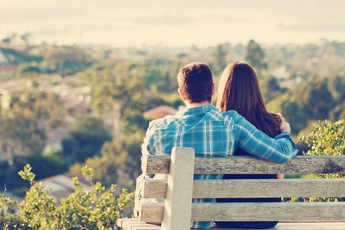 É necessário reconhecer que a felicidade no relacionamento não depende apenas do casal