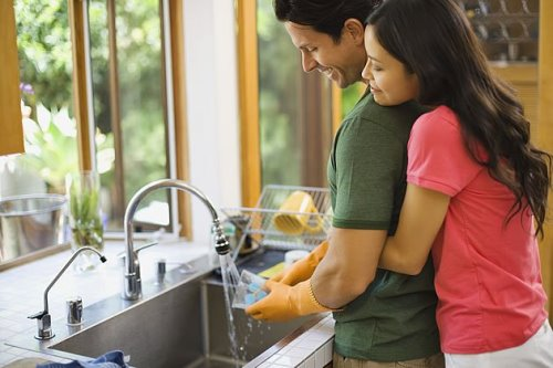 casal_lavando louca